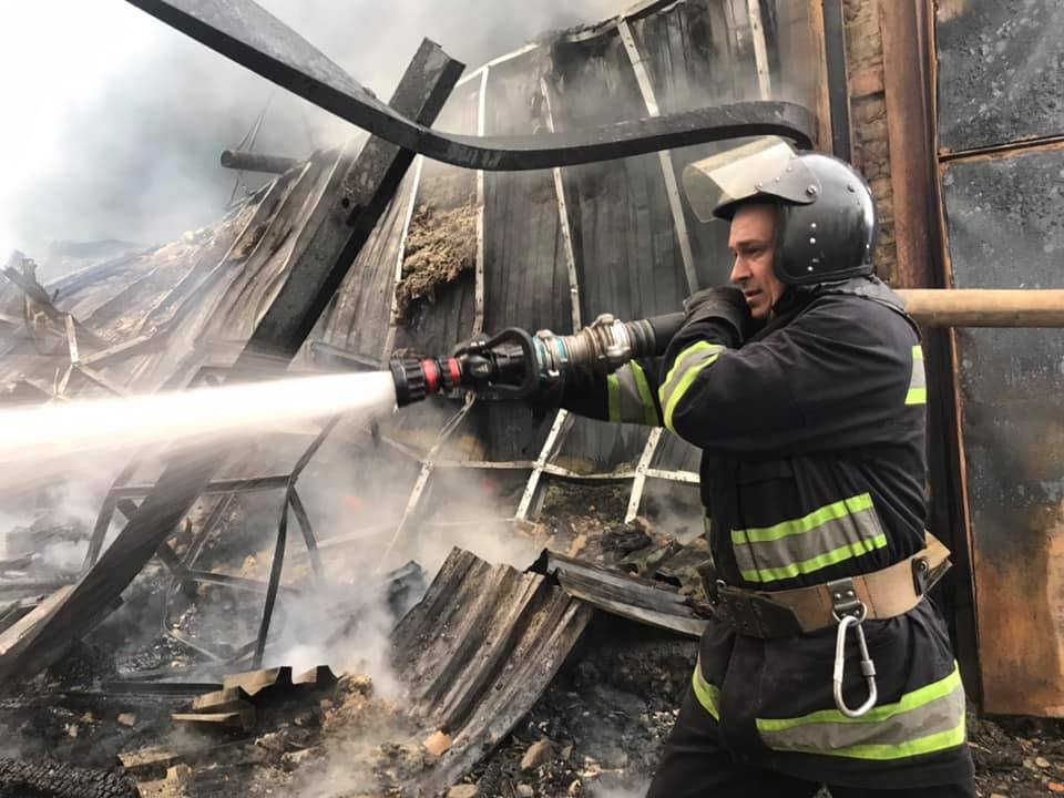 Пожежу на Старому місті гасили 10 пожежних автомобілів. Деталі займання