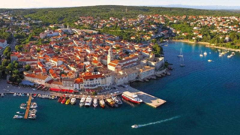 Порошенко проводить відпустку на яхті, оренда котрої коштує 260 тис. євро на тиждень